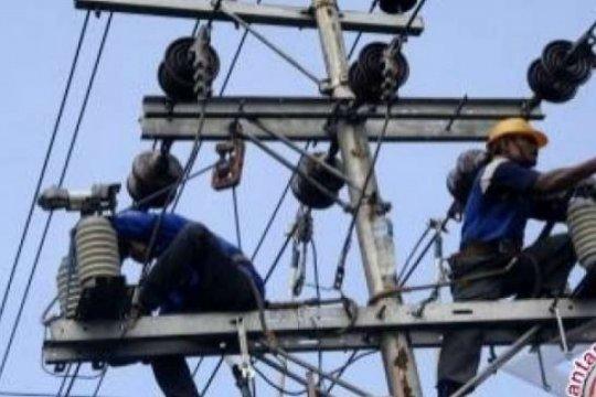 PLN tetap bangun jaringan listrik desa di tengah wabah virus Corona