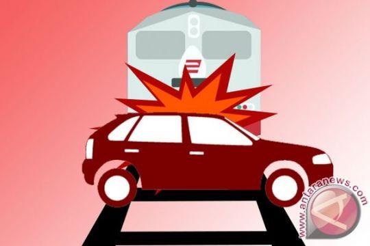 Pemotor di Cirebon tewas tertabrak kereta