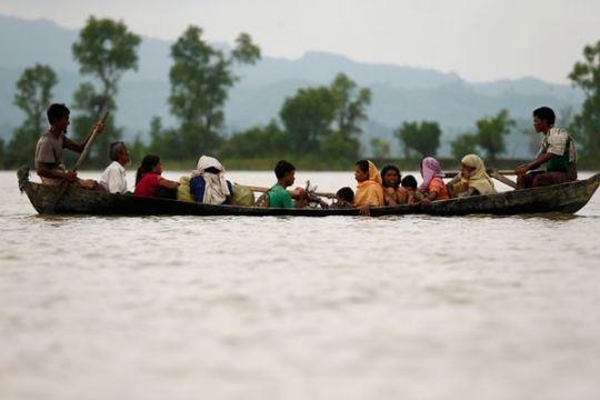 Nelayan Aceh Timur temukan 5 etnis Rohingya terdampar di laut