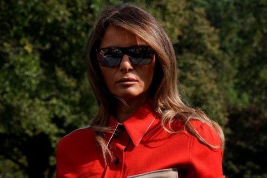 Melania tak mau temani Trump ke Davos gara-gara bintang porno?