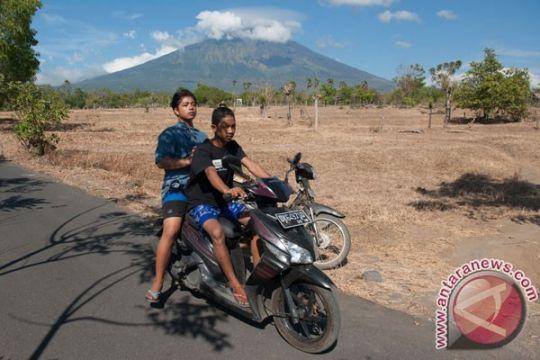 Gunung Agung meletus, PVMBG imbau masyarakat  tidak panik