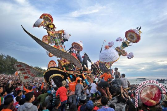 Ribuan warga Dumai saksikan budaya Hoyak Tabuik