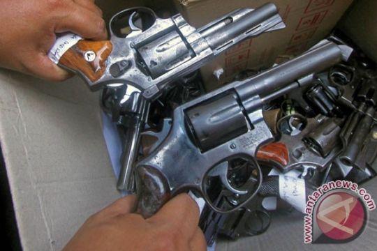 Sisno Adiwinoto : polisi sejak berdiri dipersenjatai