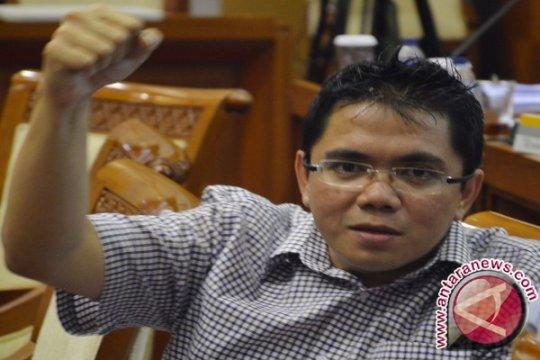 Arteria Dahlan kritik kedudukan hukum mantan pimpinan KPK
