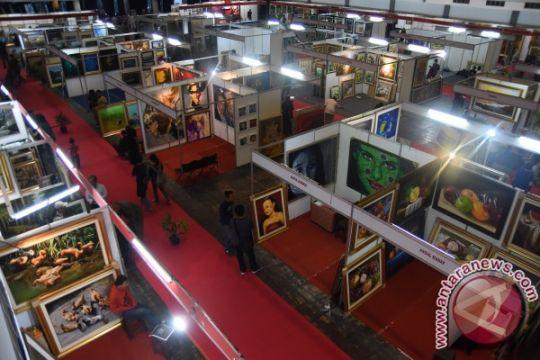 Bengkel Muda Surabaya mengais dana di pasar seni