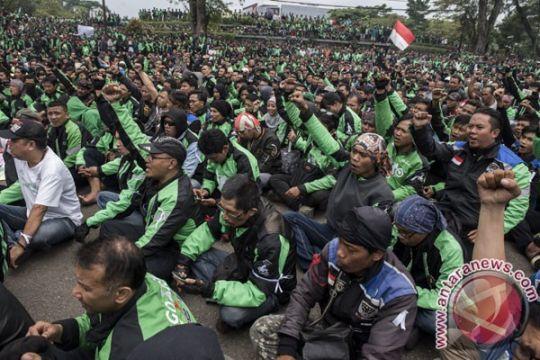 DPR: Ancaman mogok ojek online ganggu masyarakat