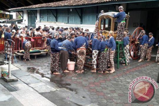 Keraton Yogyakarta gelar ritual jamasan kereta pusaka