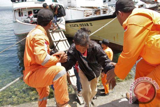 Kapal KPLP evakuasi penumpang KM Cahaya Arafah