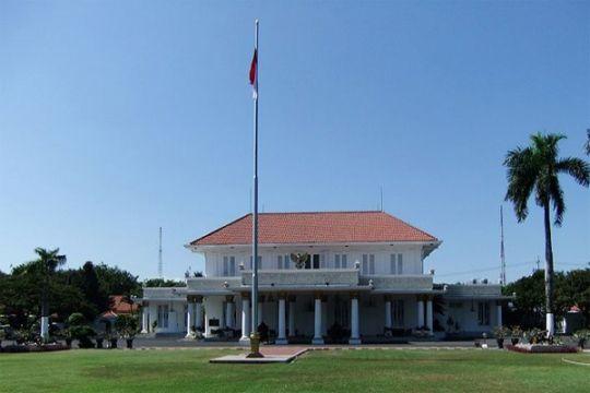 Khofifah-Emil resmi masuk Gedung Negara Grahadi