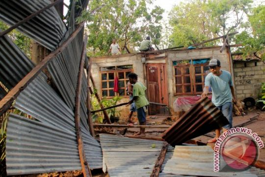 80 warga korban puting beliung di Sukabumi mengungsi