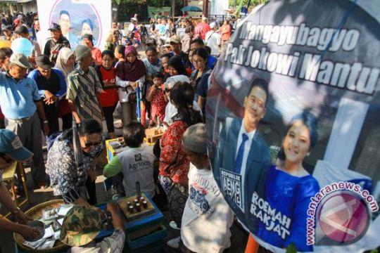 Pedagang Pasar Legi berebut nasi tumpeng jelang pernikahan Kahiyang