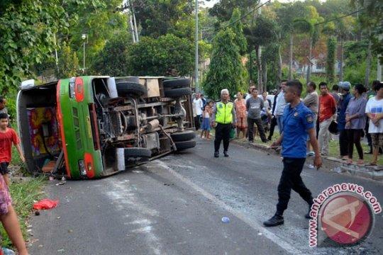 Bus Mira terguling di jalan Madiun-Saradan, belasan penumpang luka