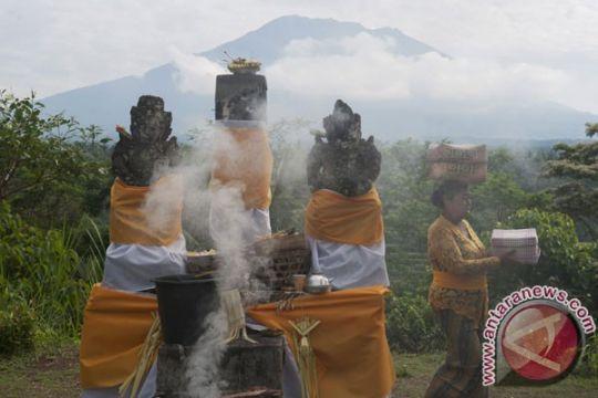 PVMBG analisis status Gunung Agung setelah semburkan abu