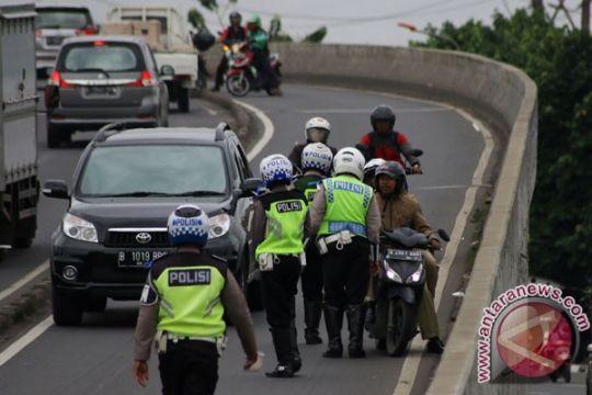 Polrestro Bekasi memberikan pelatihan berlalu lintas