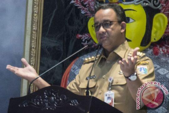 Anies kunjungi korban tanggul jebol di Jati Padang