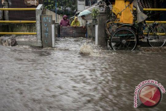 Jalur Bandung-Garut macet akibat banjir