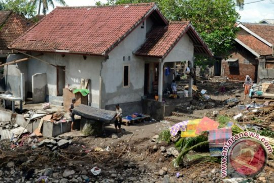 Korban banjir Sumbawa-NTB mendapat hibah tanah dari pemda