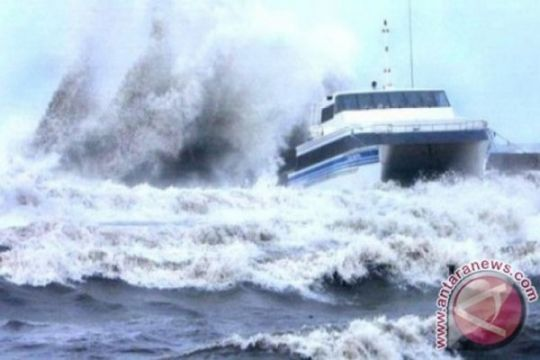 BMKG: waspadai gelombang hingga tujuh meter di perairan NTT