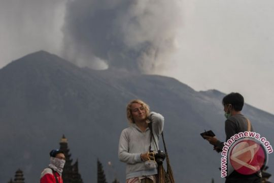 Pemerintah turunkan radius aman Gunung Agung