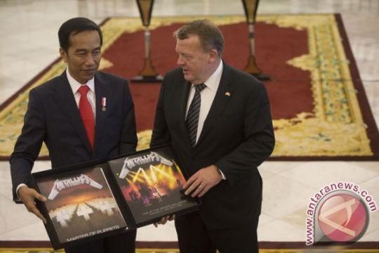 Bayar ke KPK, piringan hitam Metallica resmi milik Jokowi