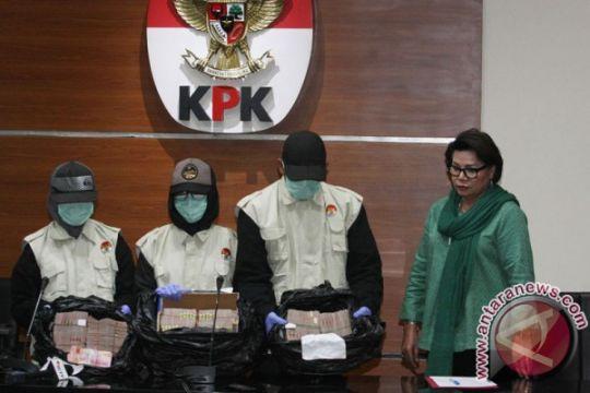 Plt sekda Jambi dicecar 12 pertanyaan oleh penyidik KPK