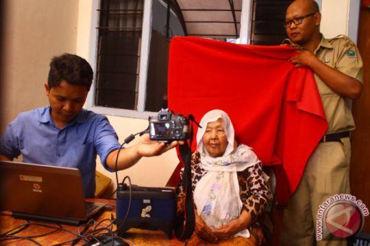 Disdukcapil Sukabumi temukan KTP-E palsu karena tak terbaca card reader