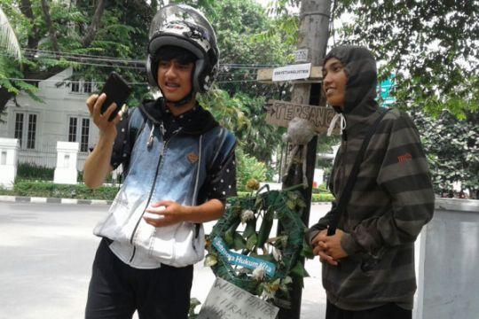 """""""Tiang Setya Novanto"""" masih jadi tempat selfie warga"""