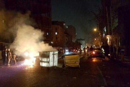Ratusan pendemo ditangkap di Teheran