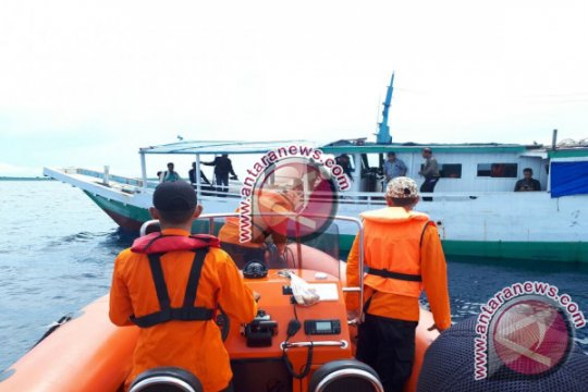 Tim SAR cari 13 penumpang kapal mati mesin