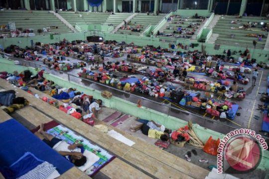 Pengungsi pulang setelah status Gunung Agung diturunkan