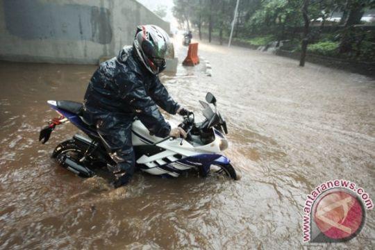 Hujan besar di Jakarta, beberapa jalan tergenang
