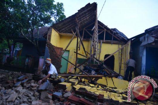228 rumah rusak berat akibat gempa bumi