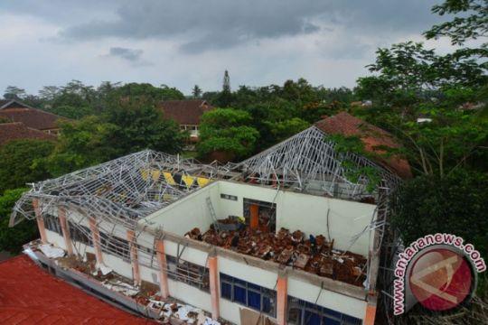 Mendikbud pastikan sekolah terdampak gempa diperbaiki 2018