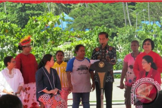 Presiden, menteri-menteri perempuan berpuisi pada Hari Ibu
