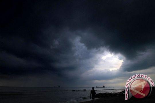 Hujan disertai angin kencang landa NTT