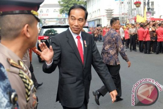 Kemarin, Presiden blusukan demi putra pawang Istana hingga dukungan untuk Ridwan Kamil