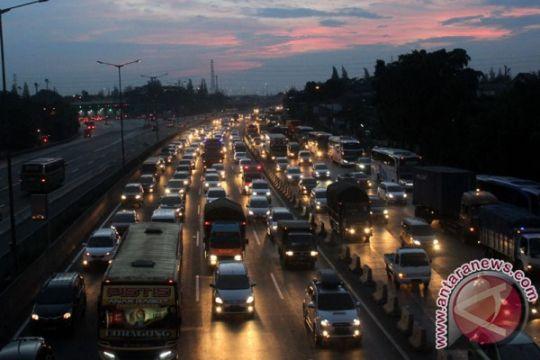 Pengendara tol tempuh Bogor-Cikarang sembilan jam