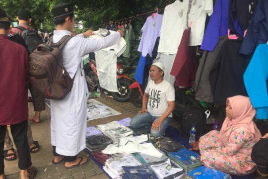 Pedagang baju koko raup rupiah dari Reuni 212