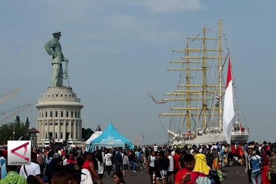 "Ribuan Warga Kunjungi ""Naval Base Open Day"""