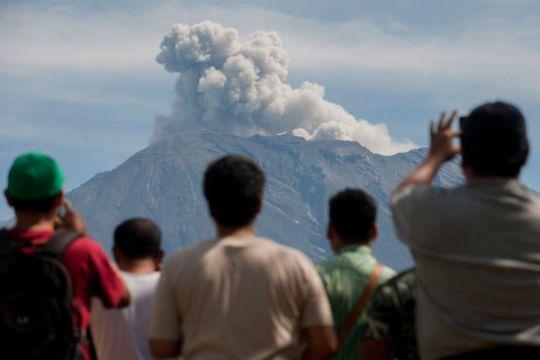 Banyak masyarakat sekitar Gunung Agung tidak mengungsi