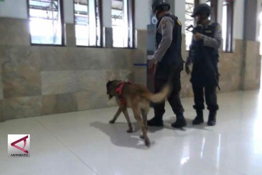 Anjing  Pelacak Amankan Stasiun Tugu