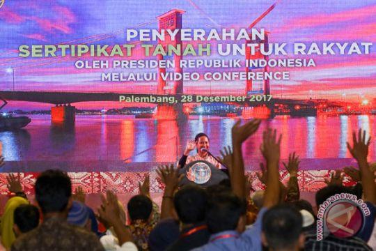 Menteri BUMN Serahkan Sertifikat Tanah