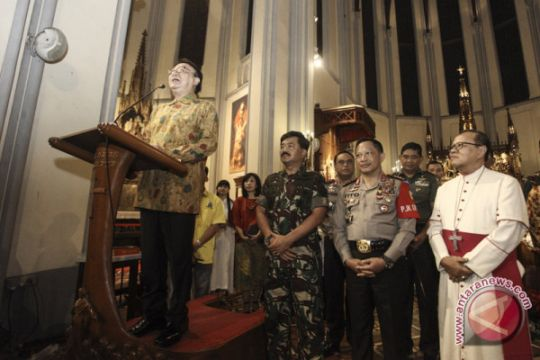 Foto Kemarin: Tinjau Keamanan Natal Jakarta