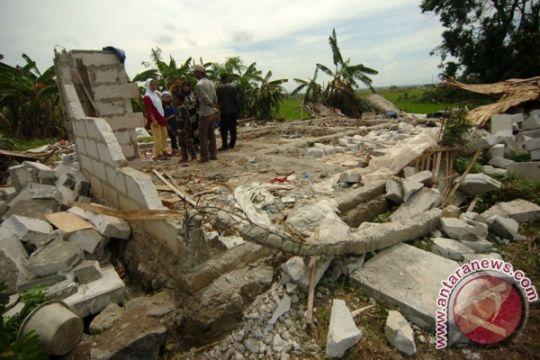 Angin kencang akibatkan empat rumah rusak berat