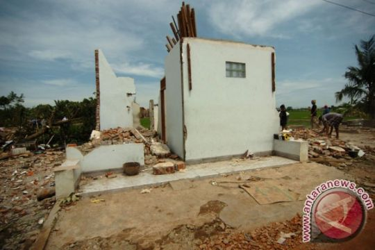 Puting beliung lukai dua warga Lampung Timur