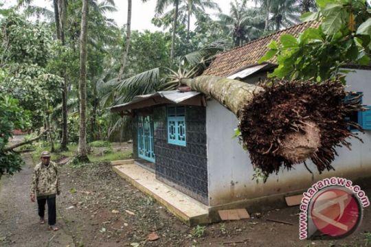 Hujan deras dan angin kencang berpotensi melanda Jateng