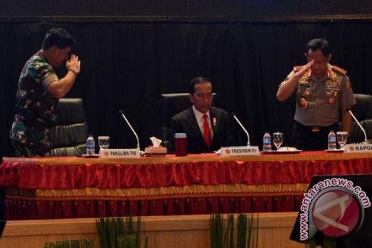 Presiden Jokowi ingatkan TNIi-Polri tetap netral selama pilkada