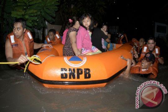 Banjir 1,4 meter di Kuta, SAR evakuasi warga yang terjebak