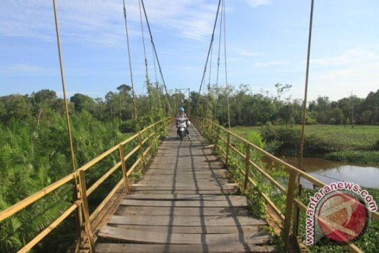 Kodim Musiwaras bangun jembatan gantung
