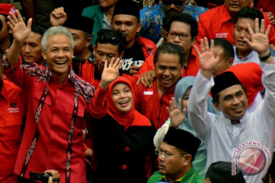 Ganjar Pranowo-Taj Yasin Mendaftar Ke KPU Jateng